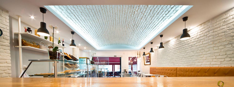bóveda iluminada hecha con panel de ladrillo blanco OldStonesEspacios castellon